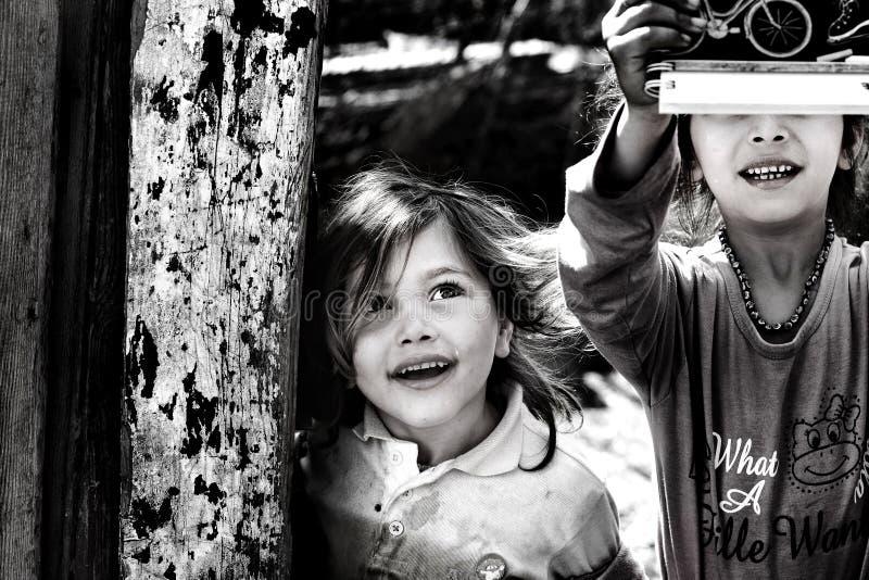 Felicidade das crianças pobres fotos de stock royalty free