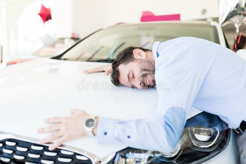 Felicidade de sentimento e Joy About New Car Purchase imagens de stock