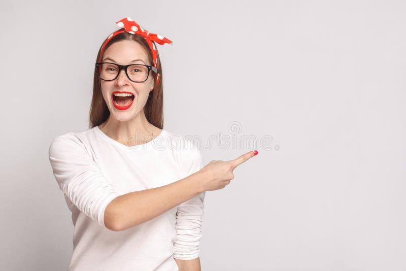 Felicidade, retrato querendo saber da jovem mulher emocional bonita fotos de stock