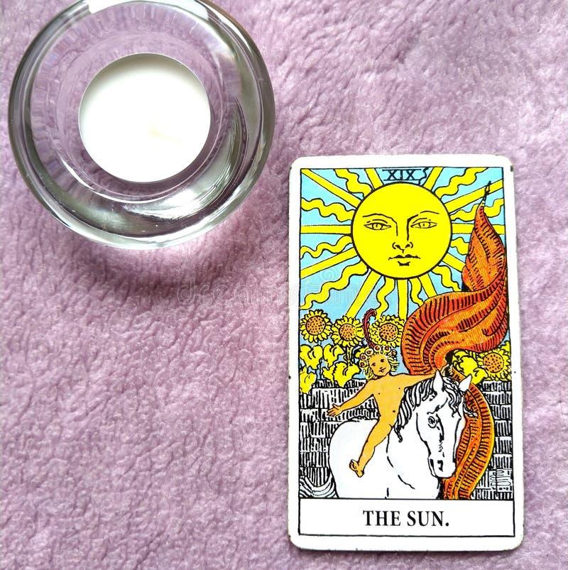 Felicità di manifestazione di calore di chiarimento di gioia di vitalità di energia di vita della carta di tarocchi di The Sun immagine stock libera da diritti