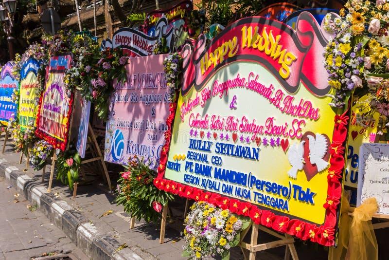 Felicitações enormes do casamento no palácio de Ubud fotos de stock royalty free