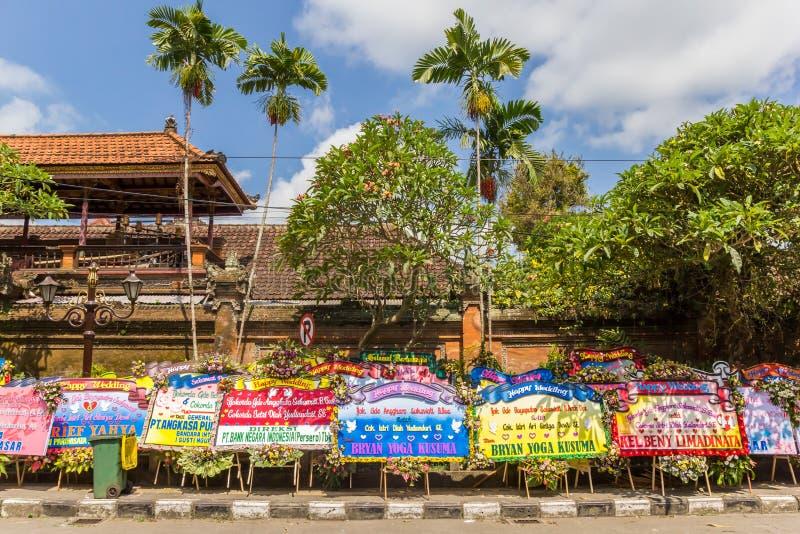 Felicitações enormes do casamento no palácio de Ubud imagem de stock