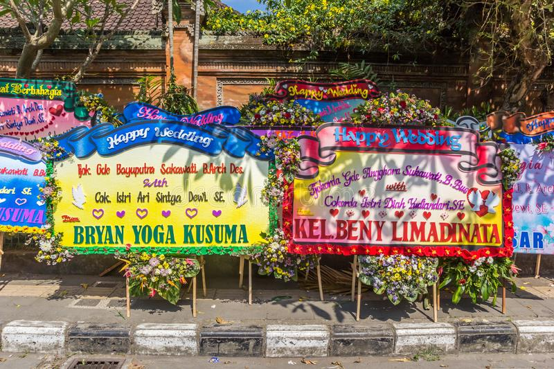 Felicitações enormes do casamento no palácio de Ubud imagens de stock