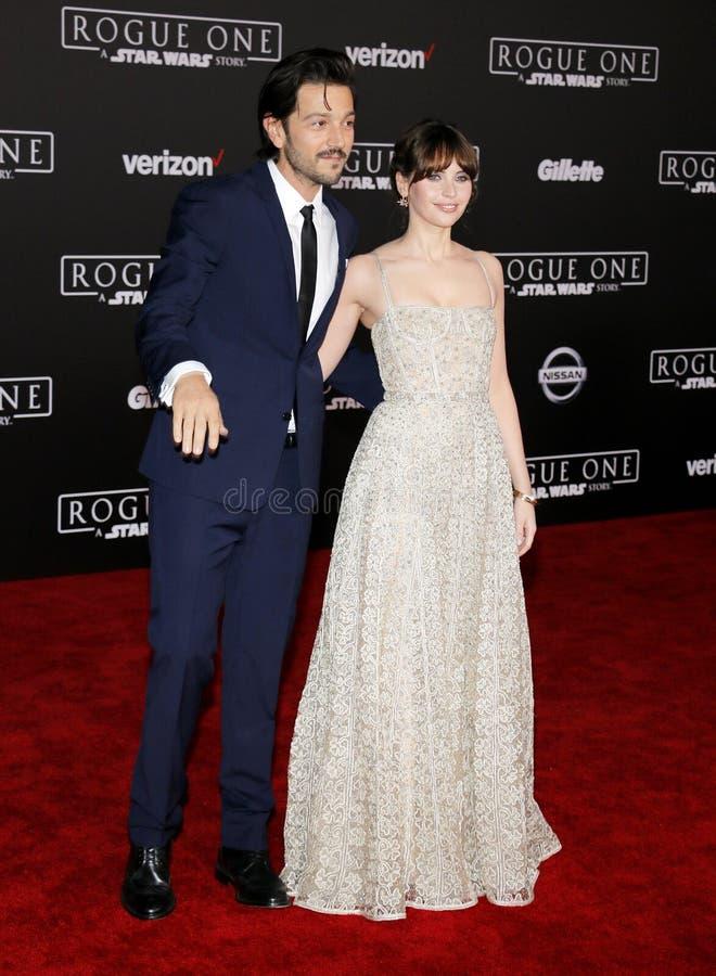 Felicity Jones e Diego Luna fotos de stock