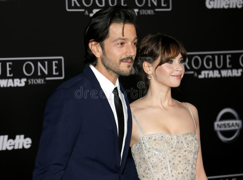 Felicity Jones e Diego Luna imagens de stock royalty free