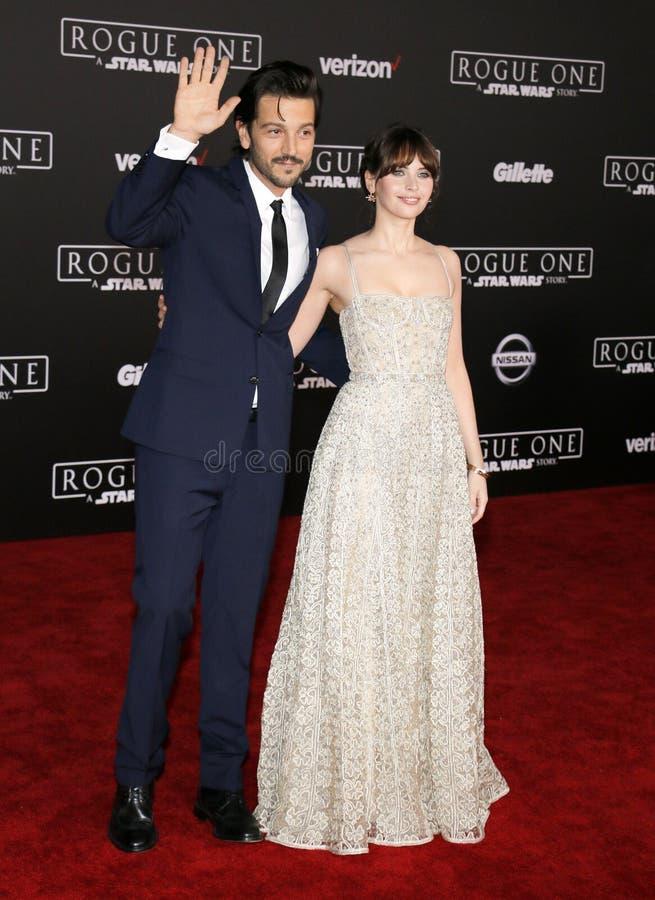 Felicity Jones e Diego Luna imagem de stock