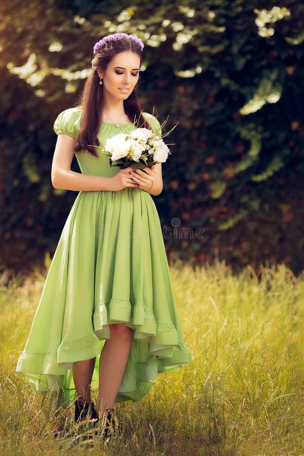 Felik flicka för sommar med blommabuketten arkivbilder