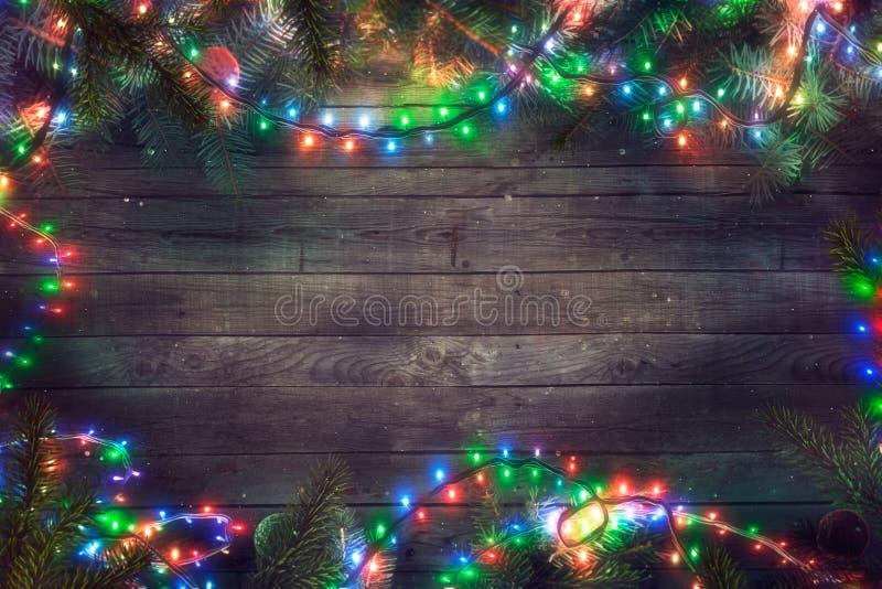 Felika ljus för jul på trä Julbakgrund med lampor arkivbild