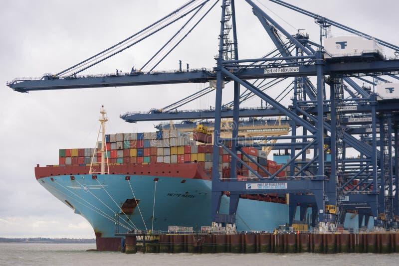 FELIXSTOWE, ВЕЛИКОБРИТАНИЯ - 29-ОЕ ДЕКАБРЯ 2018: Линия контейнеровоз Mette Maersk Maersk имея контейнеры нагруженные на порте Fel стоковое фото