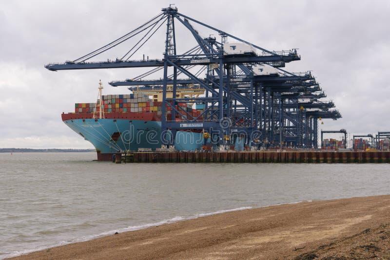 FELIXSTOWE, VEREINIGTES KÖNIGREICH - 29. DEZEMBER 2018: Maersk-Linie Containerschiff Mette Maersk koppelte an Felixstowe-Hafen an lizenzfreie stockfotos