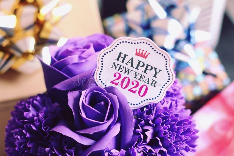 Feliz año nuevo 2020 con decoración colorida foto de archivo