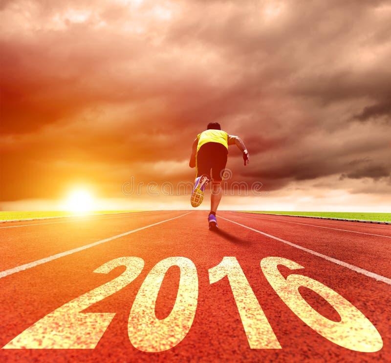 Feliz Año Nuevo 2016 Funcionamiento del hombre joven fotografía de archivo