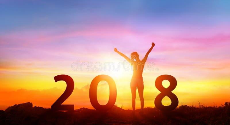 Feliz Año Nuevo 2018 - muchacha feliz con números fotos de archivo libres de regalías