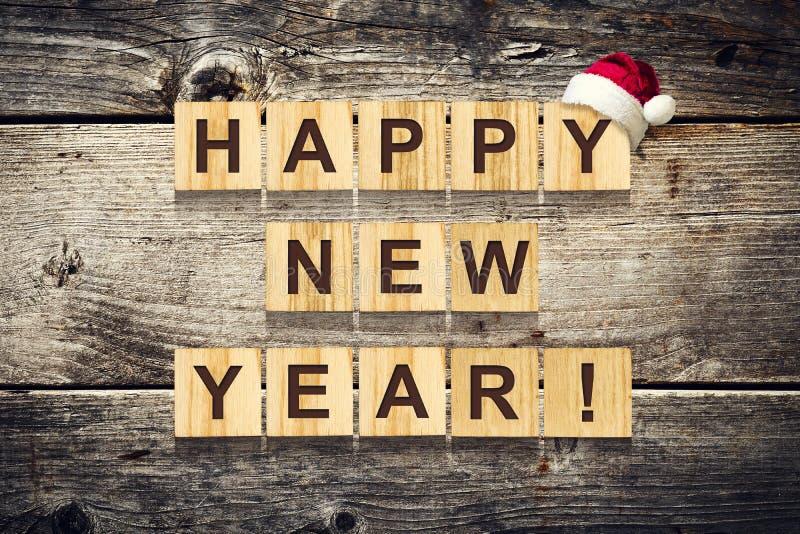 Feliz Año Nuevo Palabras compuestas de alfabeto en los cubos de madera Fondo de madera La Navidad, fondo del Año Nuevo foto de archivo