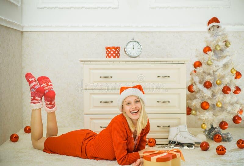 Feliz Año Nuevo Papá Noel _2 Preparación de la Navidad, Año Nuevo de las mujeres imagenes de archivo