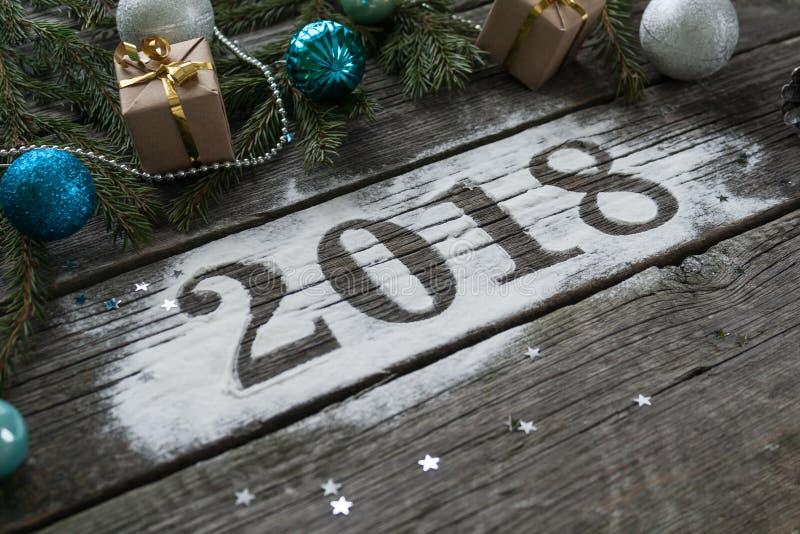 Feliz Año Nuevo y Feliz Navidad Poner letras a 2018 fotos de archivo libres de regalías