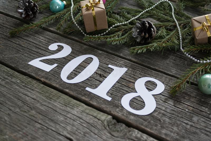 Feliz Año Nuevo y Feliz Navidad Poner letras a 2018 foto de archivo libre de regalías