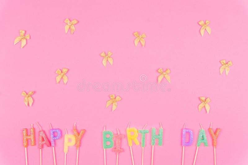 Feliz aniversario colorido no rosa fotos de stock