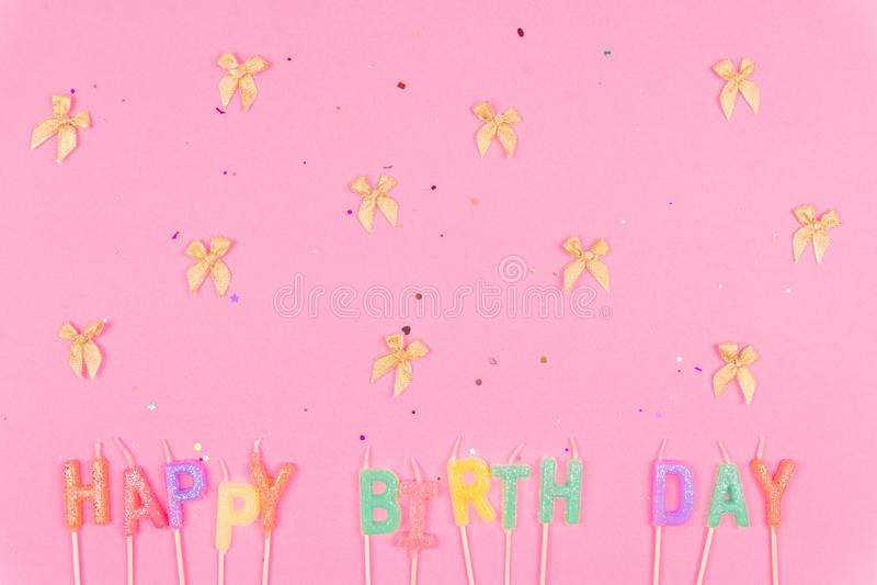 Feliz aniversario colorido no rosa foto de stock royalty free