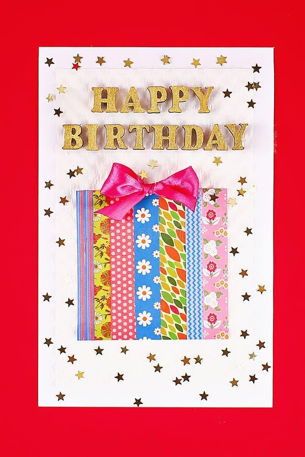 Feliz aniversario do cartão de DIY Presente em um cartão escocês fotografia de stock