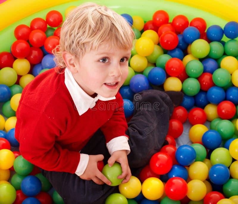 Feliz aniversario do menino em esferas da cor. imagens de stock