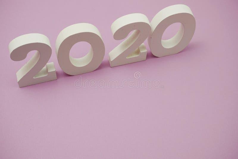 2020 feliz ano novo com cópia espacial em roxo foto de stock