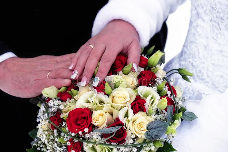 Feliz apenas casado imagens de stock royalty free