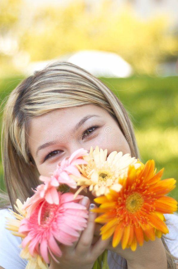 Feliz com flores fotografia de stock royalty free