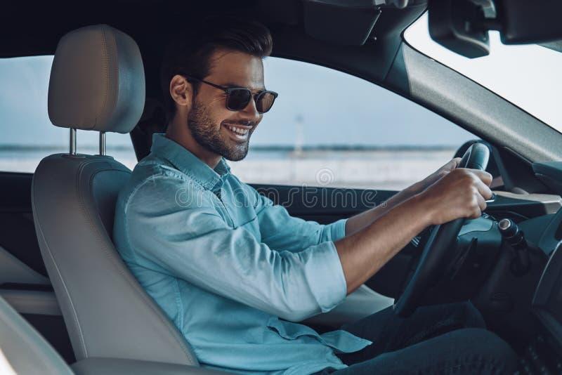 Feliz conduzir o carro novo imagens de stock royalty free