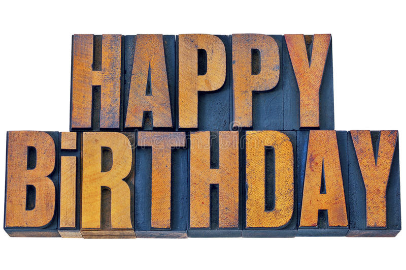 Feliz cumpleaños en tipo de madera de la prensa de copiar imagen de archivo