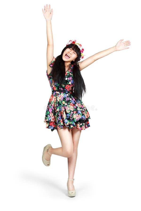 Feliz da menina do adolescente aumentado seu braço, foto de stock