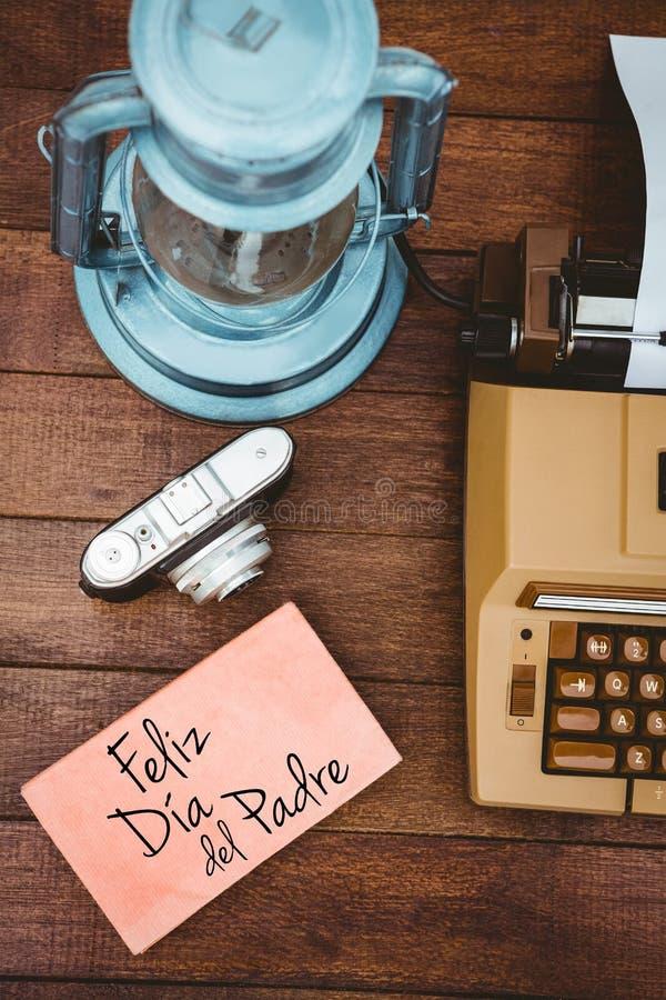 Feliz dia del padre écrit sur le papier photos libres de droits