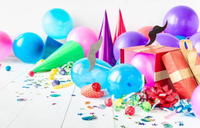 Feliz Dia dos Pais Desdecoração do Partido Celebração do Partido Mustache Papel de Balão Confetti Presente imagens de stock royalty free