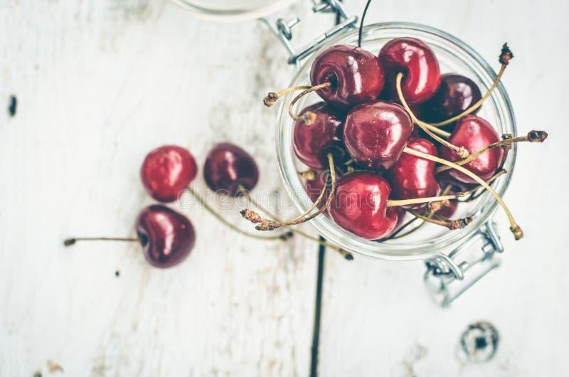 Feliz dulce de la cereza salvaje imagenes de archivo