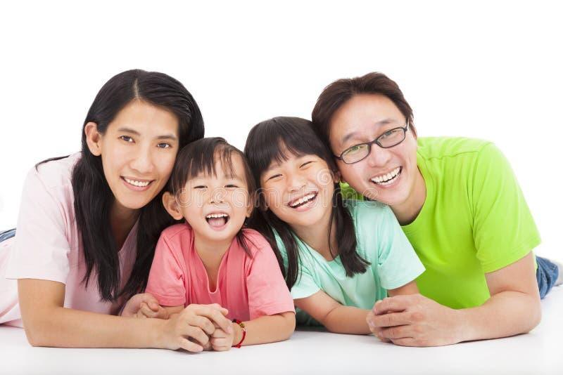 Feliz   familia aislada en blanco fotos de archivo
