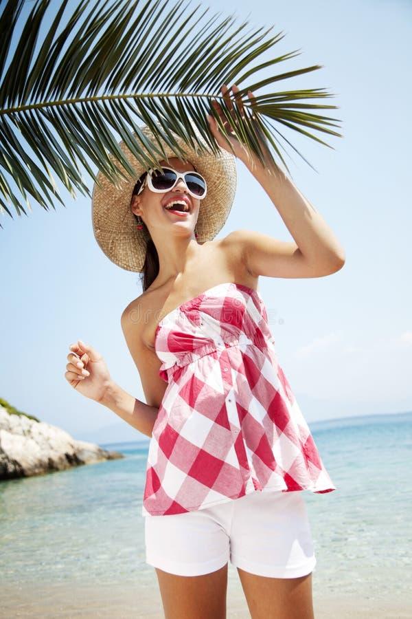 Feliz na praia imagem de stock royalty free