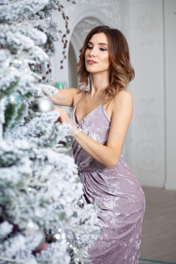 Feliz Natal e ano novo feliz, feriados de inverno e conceito dos povos imagens de stock royalty free