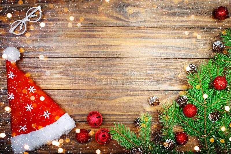 Feliz Natal e ano novo feliz Um fundo do ` s do ano novo com as decorações do ano novo Cartão do ` s do ano novo fotos de stock
