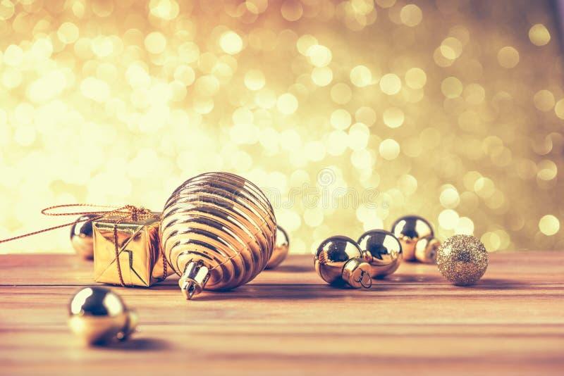 Feliz Natal e conceito do ano novo feliz com cor do ouro outro imagem de stock
