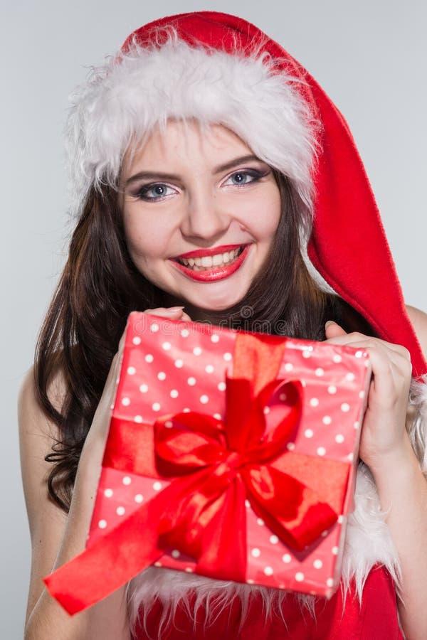 Feliz Natal Jovem mulher bonita em uma Sra. vermelha Costu de Claus fotografia de stock royalty free