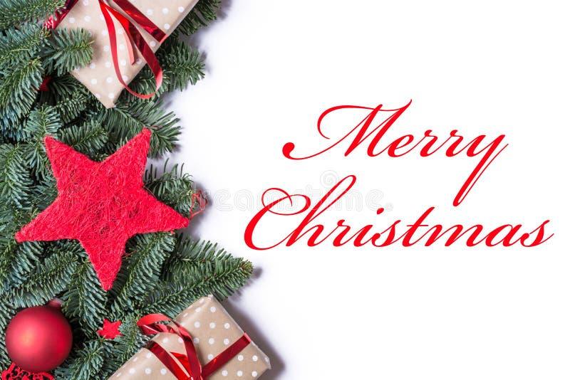 Feliz Natal no vermelho em uma beira do fundo do Natal no l foto de stock