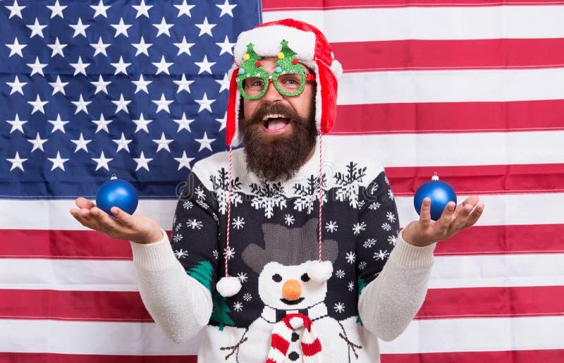 Feliz Natal para vermelho, branco e azul Bandeira de Santa e Americana Homem barbudo envia saudações de férias Bandeira Patriótic imagens de stock royalty free