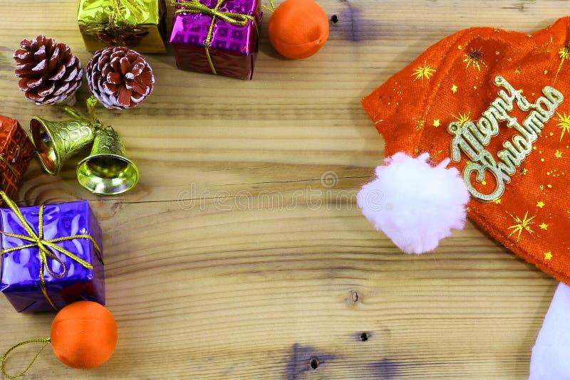 Feliz Natal presente e brinquedo e de madeira imagens de stock royalty free