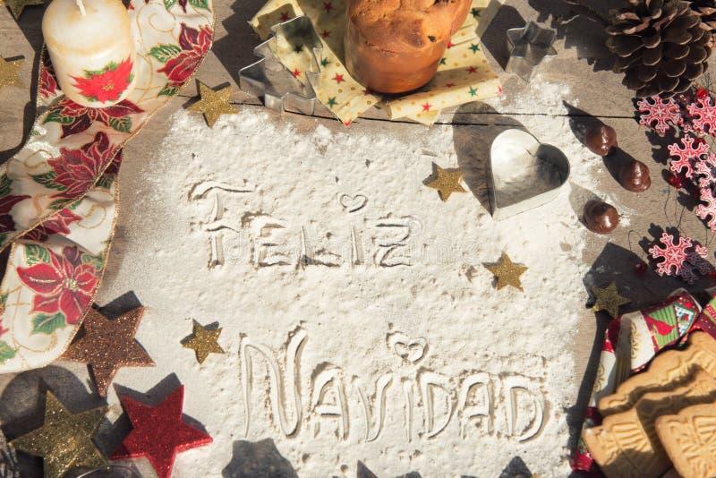 Feliz Navidad, texto espanhol feito com a farinha, cercada por Chris imagem de stock royalty free