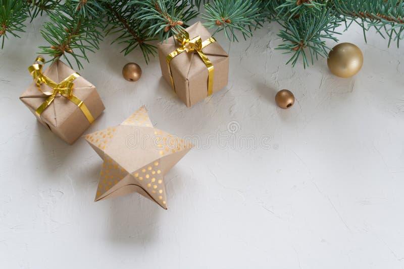 Feliz Navidad y Feliz Año Nuevo, fondo blanco imagenes de archivo