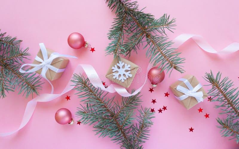 Feliz Navidad y Feliz Año Nuevo Fondo rosado fotos de archivo