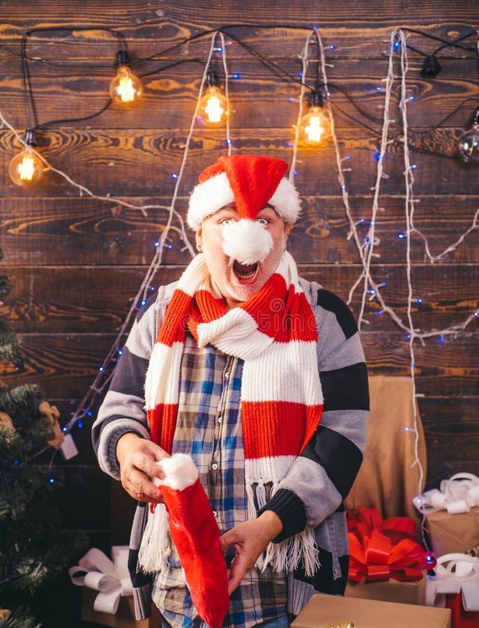 Feliz Navidad y Feliz Año Nuevo La Navidad Papá Noel La Navidad de la sonrisa del hombre fotografía de archivo