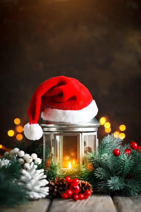 Feliz Navidad y Feliz Año Nuevo Tabla de madera adornada con los regalos de la Navidad Fondo con el espacio de la copia selectivo foto de archivo libre de regalías