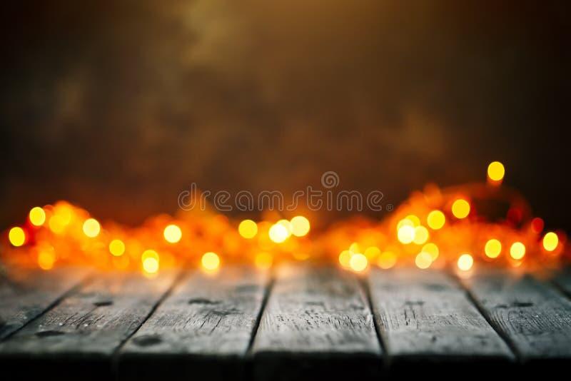 Feliz Navidad y Feliz Año Nuevo Tabla de madera en fondo de las luces de la Navidad Bokeh Foco selectivo Fondo con imágenes de archivo libres de regalías