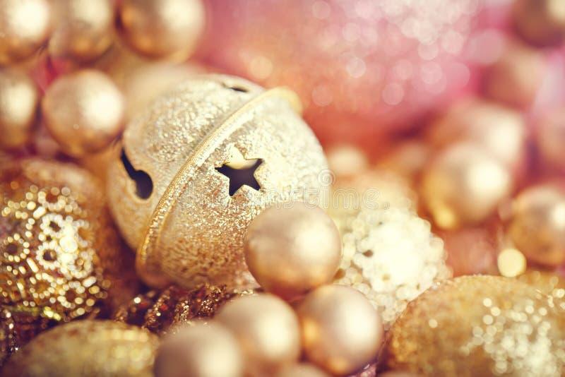 Feliz Navidad y Feliz Año Nuevo Textura de los juguetes de la Navidad del oro La Navidad imagenes de archivo